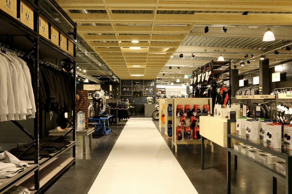 Motorkleding Center Tilburg – Design Meubelbouw 2000 – Retail interieurbouw (10)