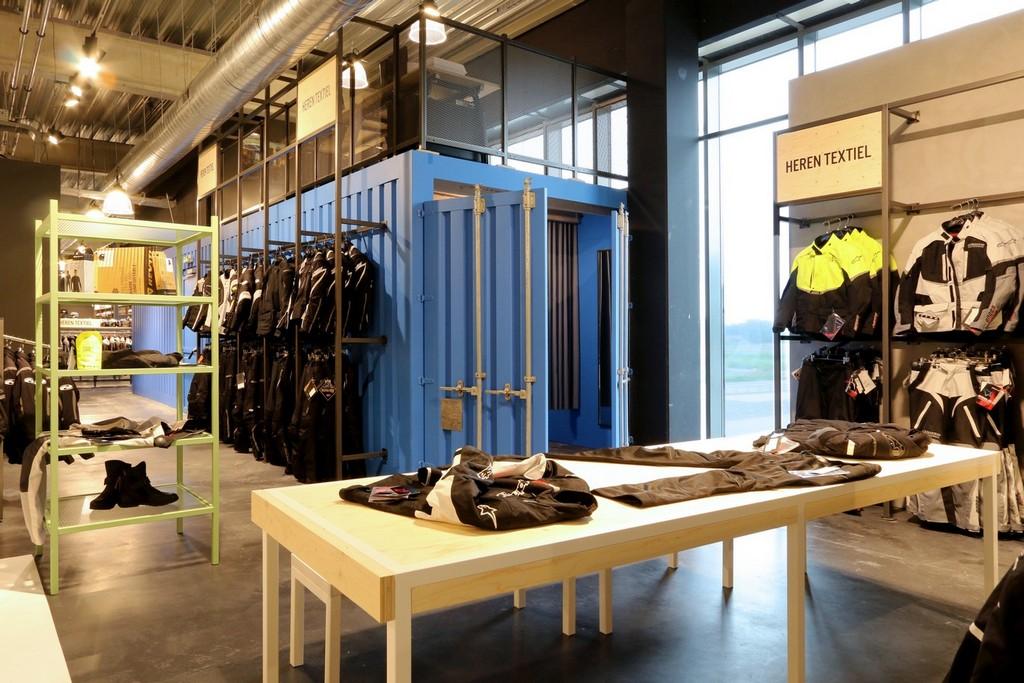 Motorkleding Center Tilburg – Design Meubelbouw 2000 – Retail interieurbouw (12)