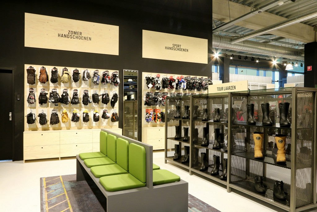 Motorkleding Center Tilburg – Design Meubelbouw 2000 – Retail interieurbouw (3)