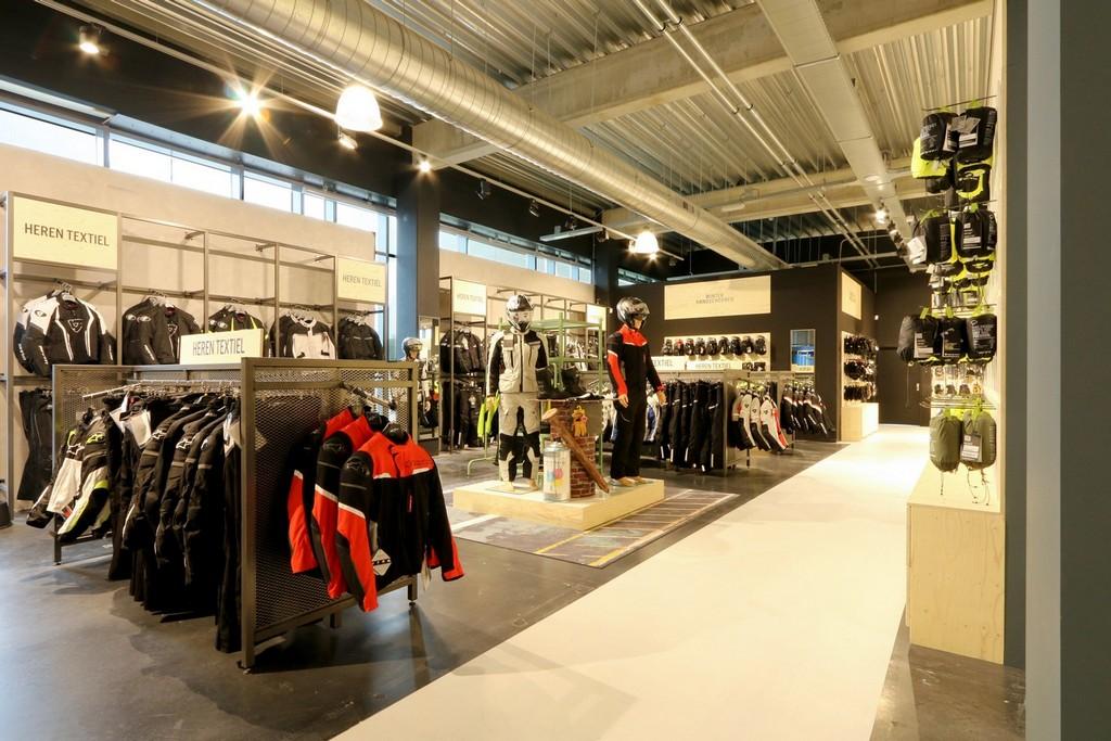 Motorkleding Center Tilburg – Design Meubelbouw 2000 – Retail interieurbouw (5)