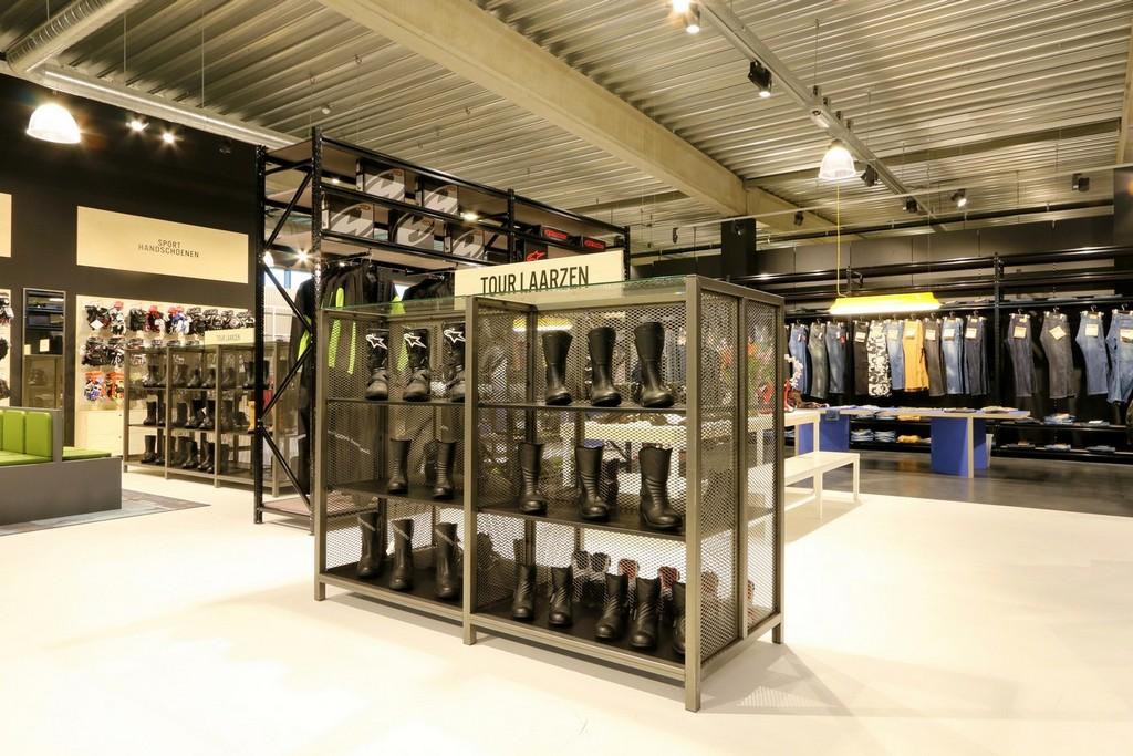 Motorkleding Center Tilburg – Design Meubelbouw 2000 – Retail interieurbouw (6)