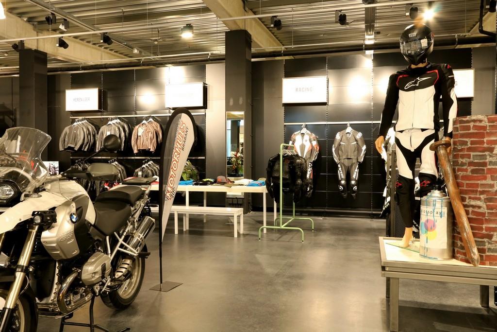Motorkleding Center Tilburg – Design Meubelbouw 2000 – Retail interieurbouw (8)