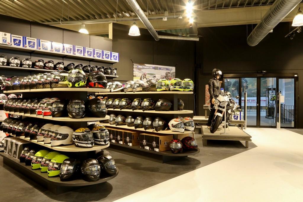 Motorkleding Center Tilburg – Design Meubelbouw 2000 – Retail interieurbouw (9)